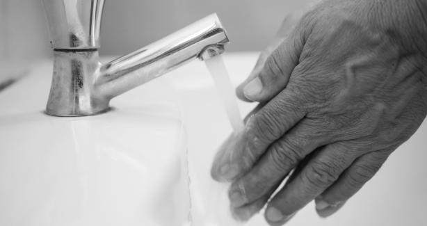 hands running under a faucet